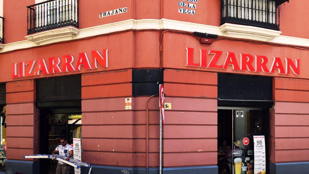 Corpóreo encolado de letras de metacrilato para Lizarran