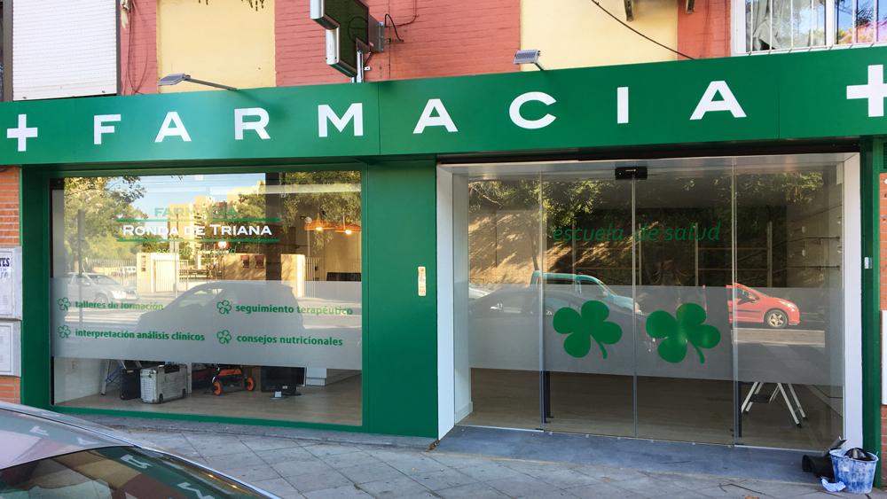 Rotulación exterior de Farmacia Ronda Triana