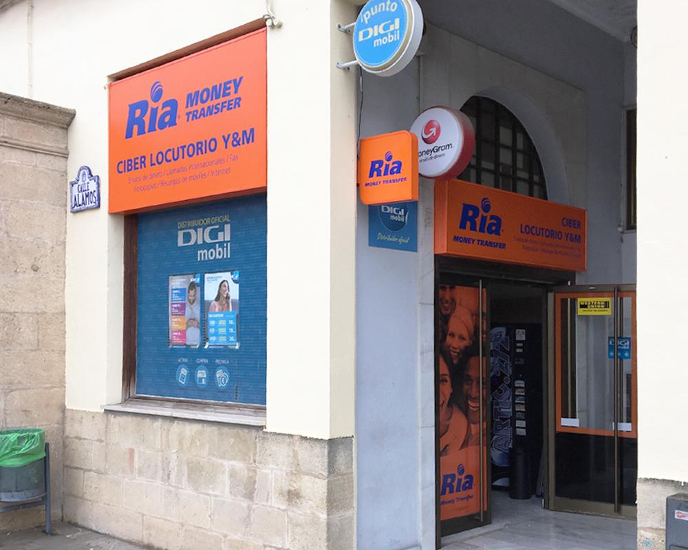 Rótulos iluminados para varios establecimientos RIA